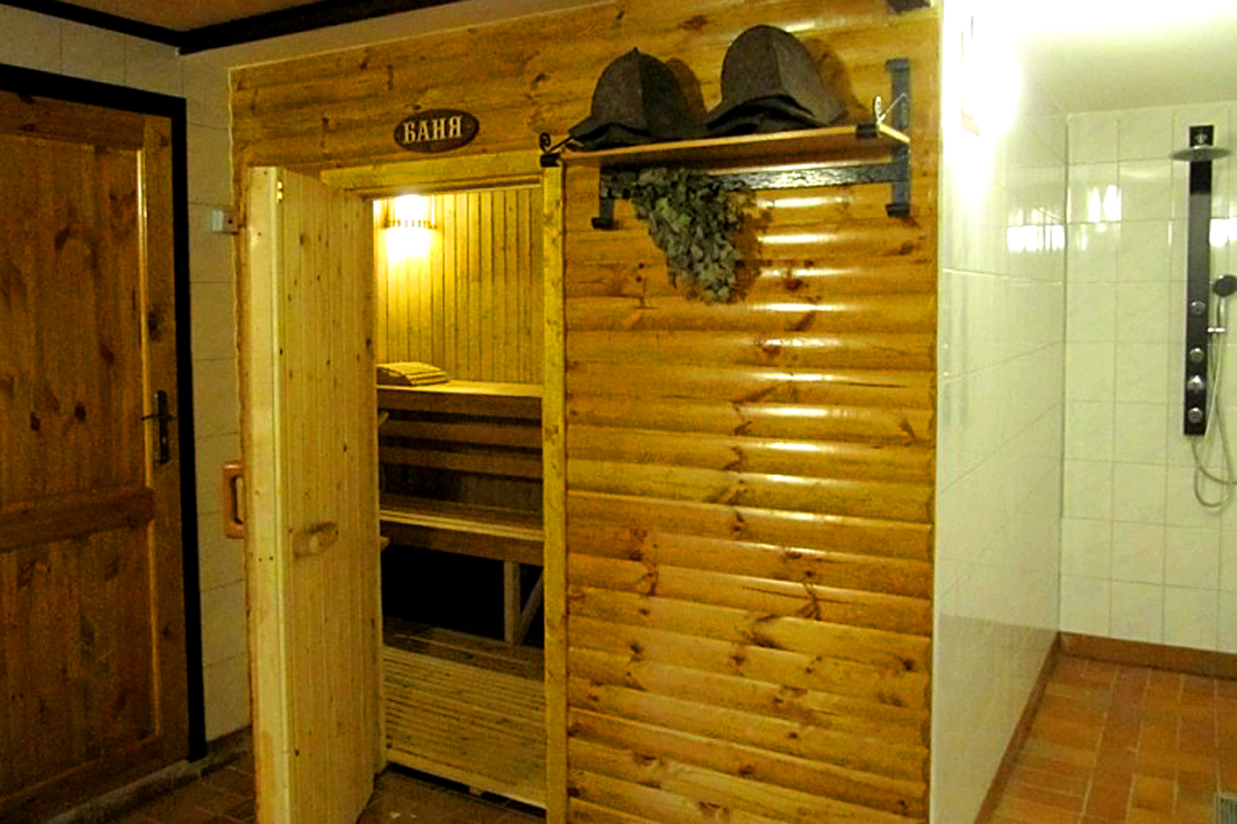 russische sauna banja russische sauna banja und restaurant moskauer hof. Black Bedroom Furniture Sets. Home Design Ideas